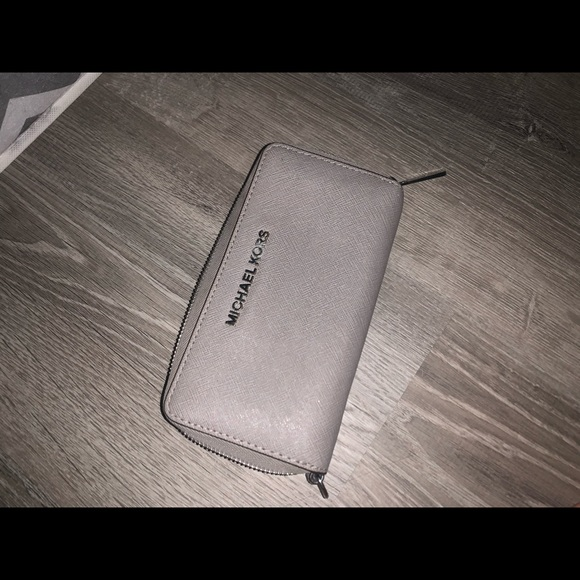 Michael Kors Handbags - micheal kors wallet
